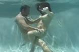 Macho até em baixo da agua.