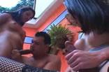 Shemale: Ménage com 2 travestis.