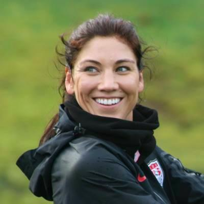 Hope Solo monta kit anti zika e internauta devolve com fotos nuas.