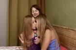 Ady , Milka E Dixie Lesbicas Teens Deliciosas Se Beijando.